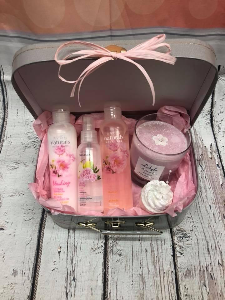 Fresh and pink bath hamper